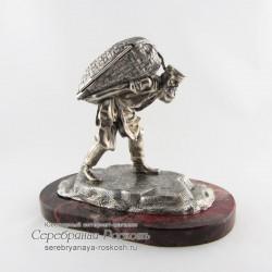 Серебряная статуэтка - шкатулка Мужик с мешком