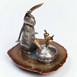 Серебряная статуэтка Зайчик с морковкой