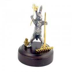 Серебряная статуэтка Зайчик садовник