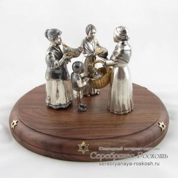 Серебряная статуэтка подготовка к обряду Капарот
