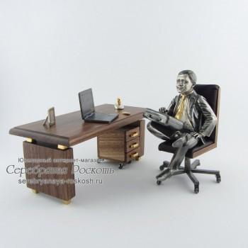 Статуэтка Директор за столом