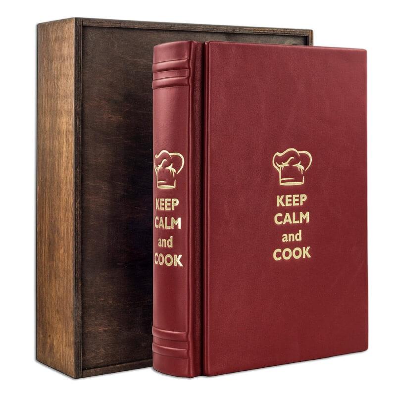 Книга для записи кулинарных рецептов в кожаном переплете