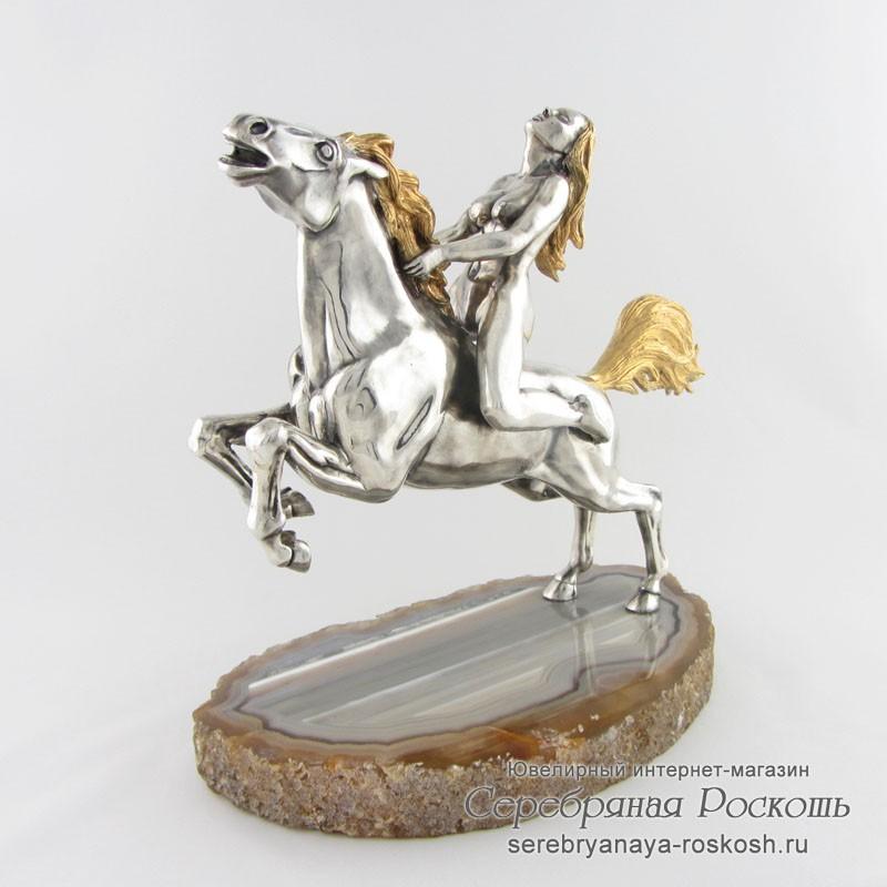 Статуэтка из серебра Девушка на лошади
