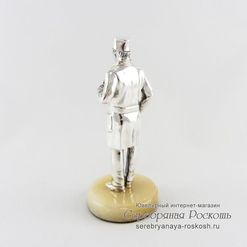 Серебряная статуэтка Доктор