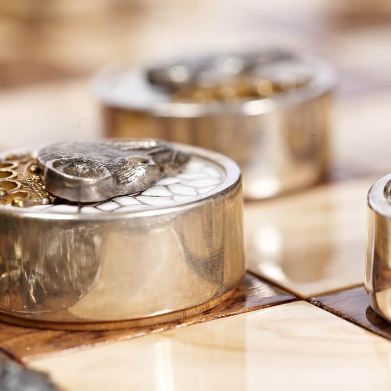 Серебряные шашки Вороны и Крысы - Вид шашки с боку