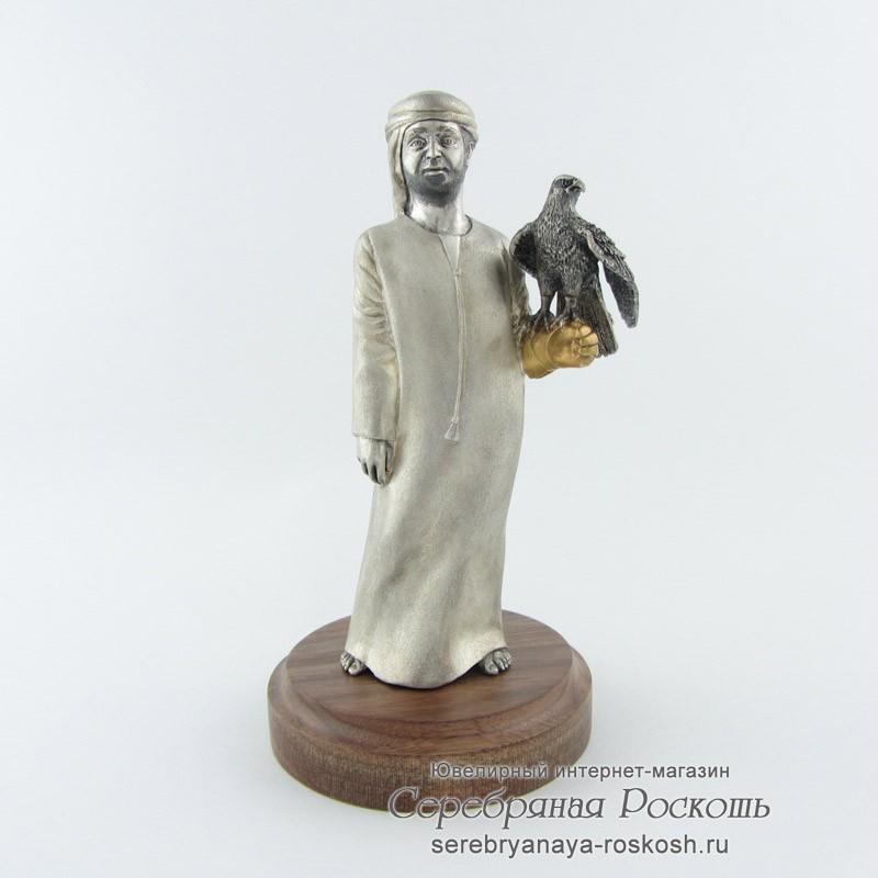Серебряная статуэтка араб с соколом