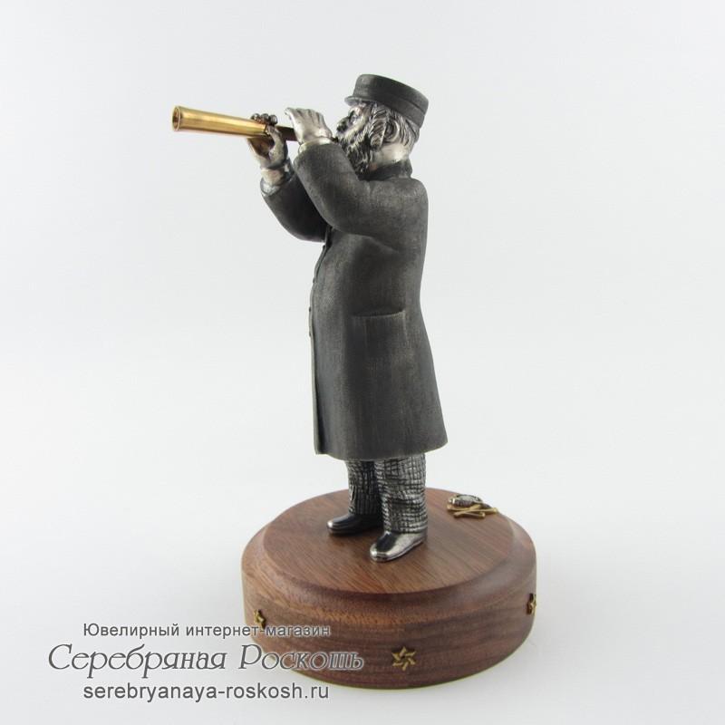 Статуэтка еврей играет на дудке