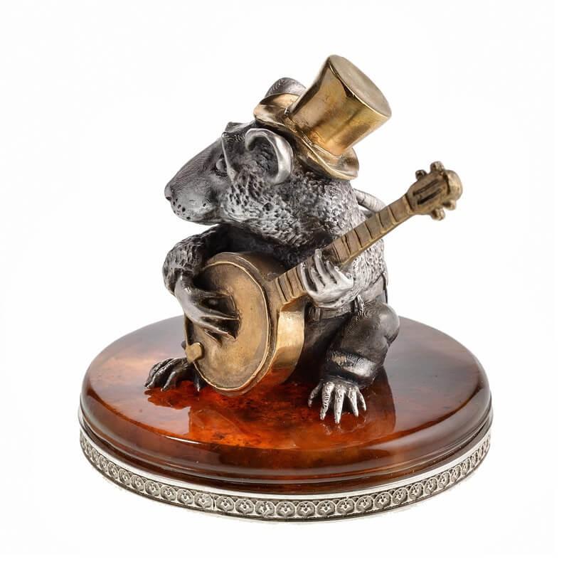 Серебряная Крыса с банджо