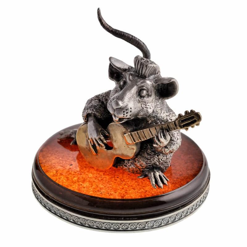 Серебряная Крыса с гитарой