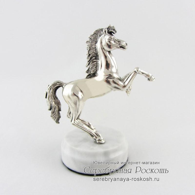 Статуэтка из серебра Лошадка