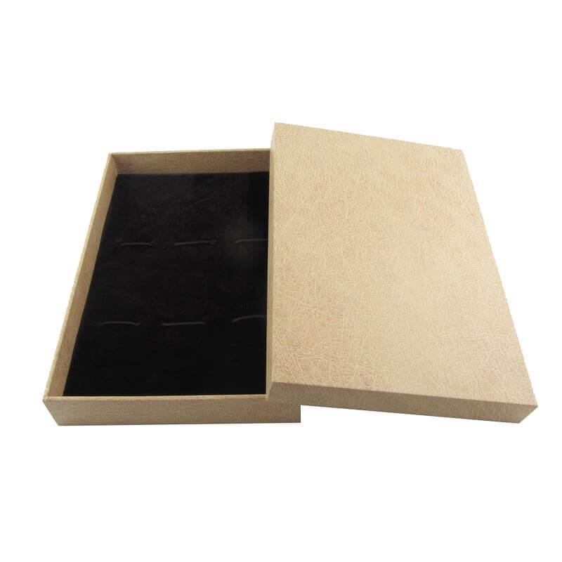 Картонная упаковка для ювелирных изделий