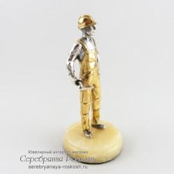 Статуэтка из серебра Строитель