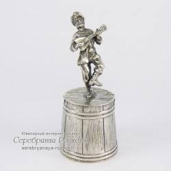 Серебряная штрафная рюмка Мужик с балалайкой